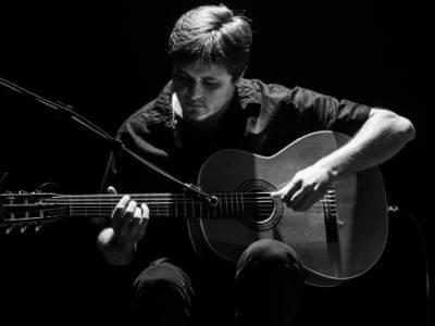 Estúdios, Prelúdios e Valsas: Um ensaio composicional sobre a poética do violão